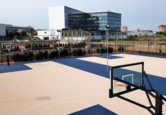Parcul Sportiv Salca găzduiește unele dintre cele mai moderne terenuri de baschet în aer liber din România