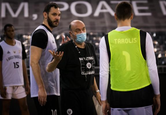 Dusko Vujosevic va sta pe bancă la meciul lui U-BT cu CSM CSU Oradea
