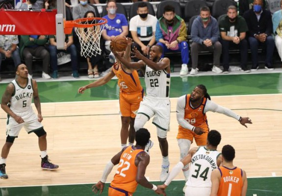 Milwaukee Bucks egalează scorul la general în finala NBA