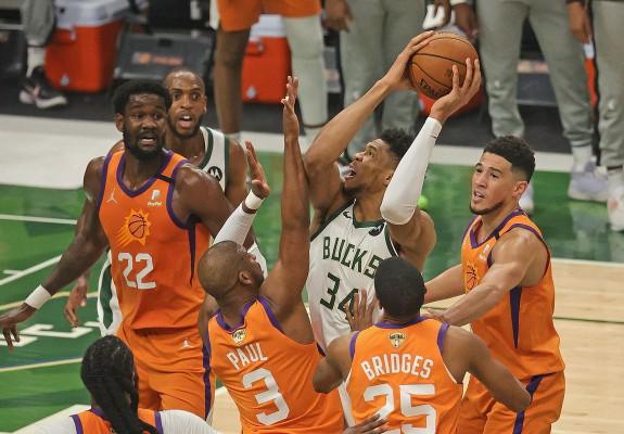 Milwaukee Bucks, la o singură victorie de titlul NBA