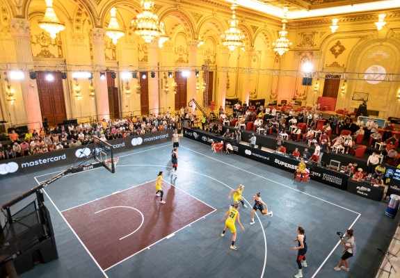Dribling pe sub candelabre: Reginele baschetului 3x3 s-au încoronat la Palat! România, pe locul doi la tineret