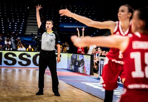 Marius Ciulin a arbitrat sfertul dintre Ungaria și Marea Britanie la Women's EuroBasket 2019