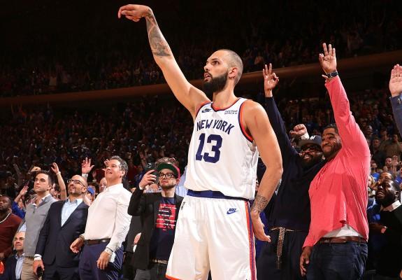 Knicks câștigă după două reprize suplimentare, Hornets revine de la -23