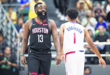 Houston Rockets învinge LA Clippers într-un meci disputat în Hawaii