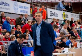 CSA Steaua învinge campioana en-titre