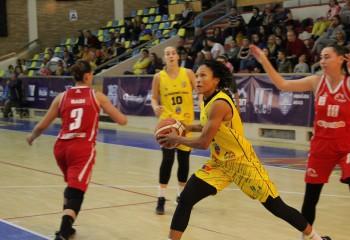 Adrienne Webb, lidera lui FCC Baschet Arad cu 25 de puncte în prima victorie a sezonului