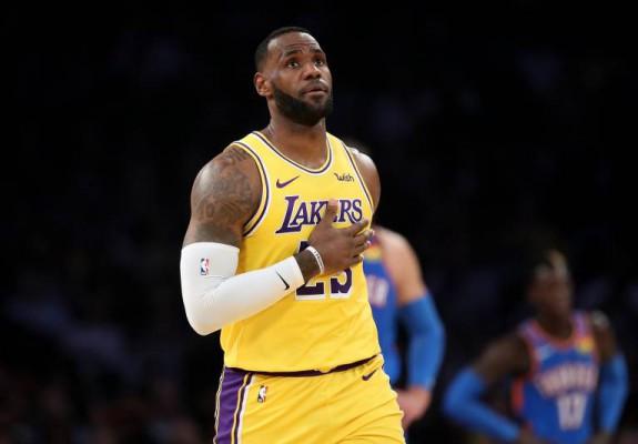 LA Lakers obține cea de-a 12-a victorie a sezonului, iar LeBron James intră în istorie cu încă un record