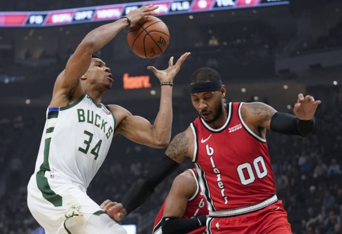 Giannis Antetokounmpo, triple-double de efect în partida cu Portland Trail Blazers. Video