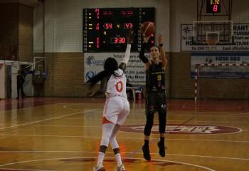 Marta Fodor a înscris prima dată 20 de puncte pentru FCC Baschet Arad în victoria de la Târgu Secuiesc