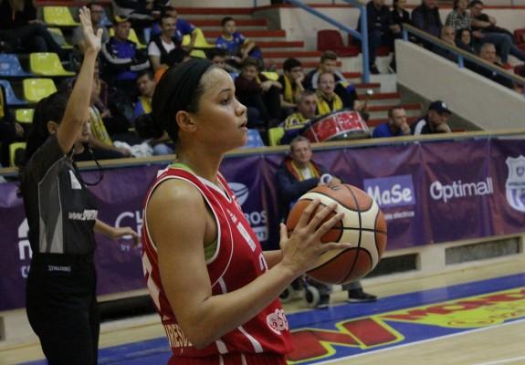 Brittney Dunbar a reușit primul double-double al unei jucătoare de la Sirius Târgu Mureș în grupa Vest