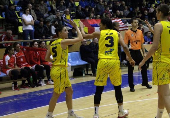Adrienne Webb și Veatriki Akathiotou au condus FCC Baschet Arad spre victoria cu CSM Satu Mare