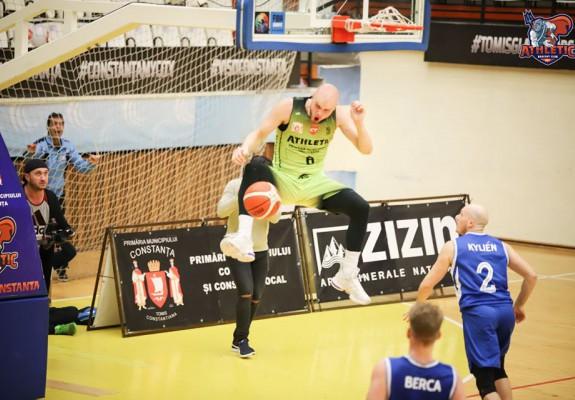 Athletic Constanța a câștigat în fața lui CSM Târgu Jiu prin dunk-ul lui Kyle Kilgore