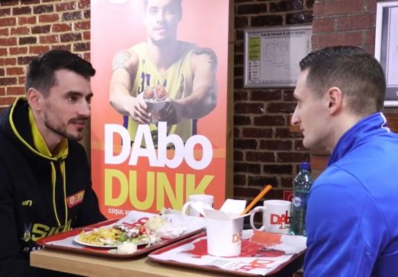 Radu Paliciuc și Mirel Dragoste, conversații în fast-food într-un spot publicitar. Video