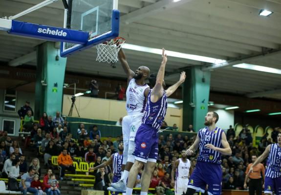 BCM U Pitești a fost aproape să remonteze un dezavantaj de 25 de unități, dar în cele din urmă a câștigat la 14 puncte
