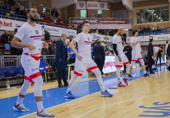 Jucătorii de la CSM CSU Oradea au purtat la încălzire tricouri cu numele lui Bobe Nicolescu