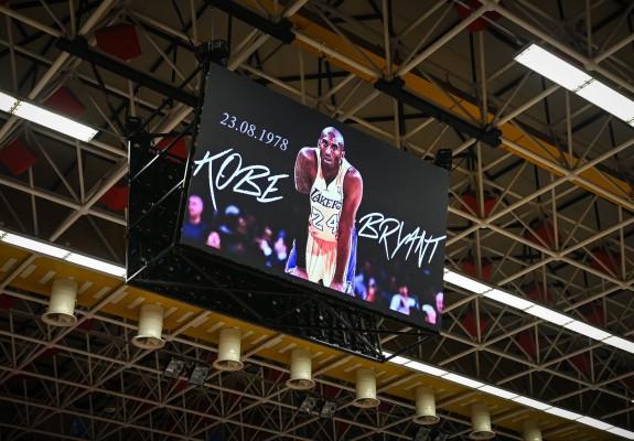 Moment de reculegere la meciul dintre CSU Sibiu și Steaua, în onoarea lui Kobe Bryant