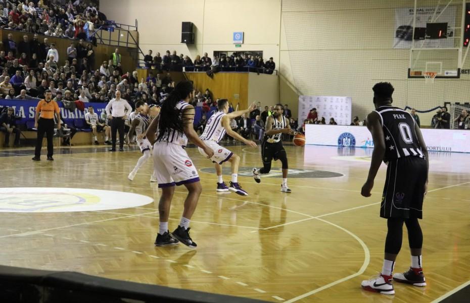 U-BT Cluj-Napoca, susținută de o sală plină, a învins-o pe SCM Timișoara în semifinalele Cupei României