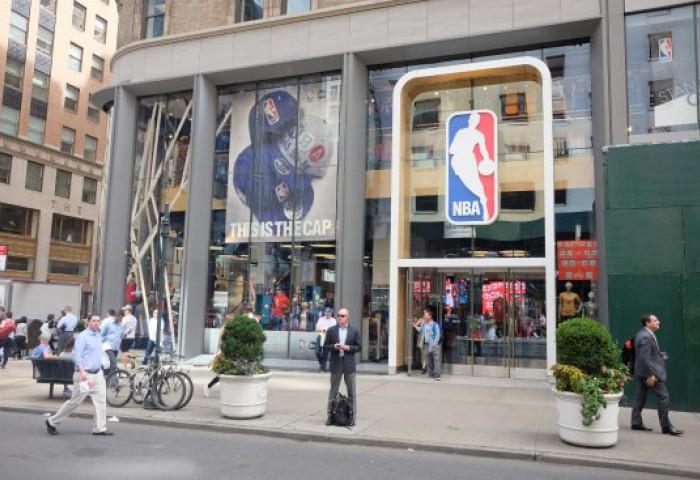 Magazin NBA, dat în judecată pentru neplata chiriei