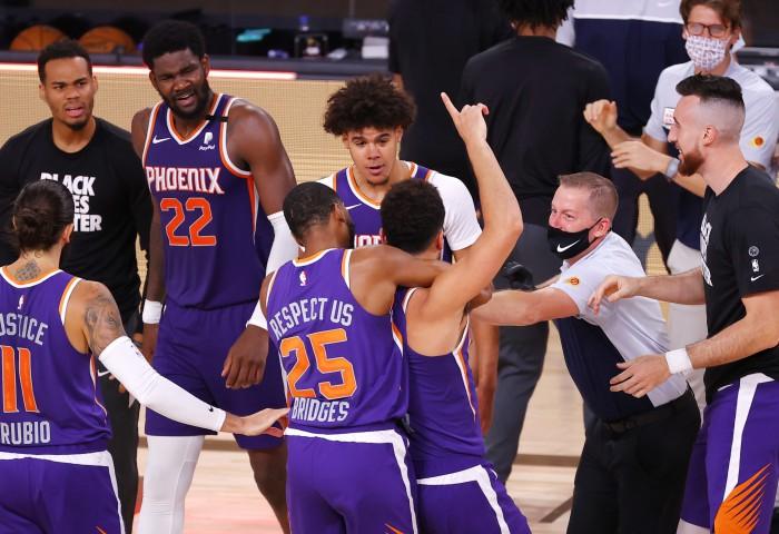 Phoenix Suns ajunge la 7 victorii consecutive
