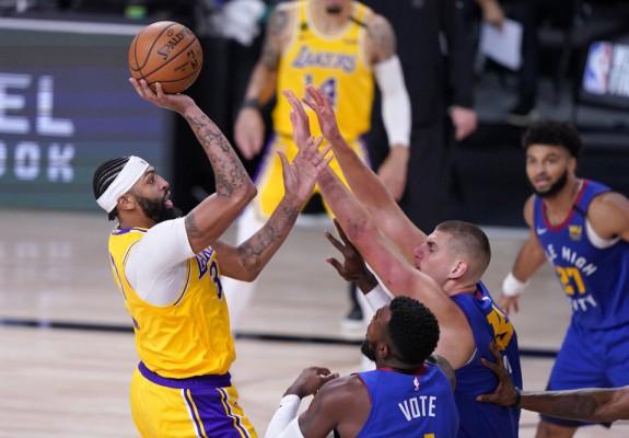 Los Angeles Lakers câștigă primul meci al seriei cu Denver Nuggets