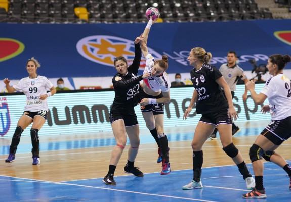 Comparaţie: Cupa României la handbal feminin a putut debuta cu 32 de cazuri de covid-19