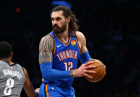 Steven Adams se desparte de Oklahoma City Thunder
