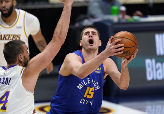 Nikola Jokic, triple-double în victoria cu Los Angeles Lakers. Video
