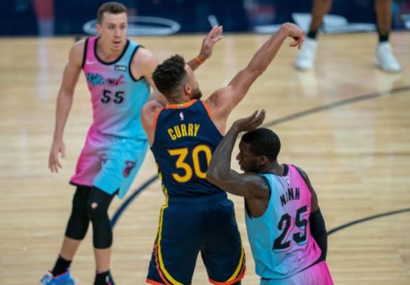 Golden State Warriors a câștigat duelul cu finalista NBA, Miami Heat
