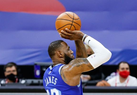 LeBron James, al treilea jucător din istoria NBA cu 35.000 de puncte marcate. Video