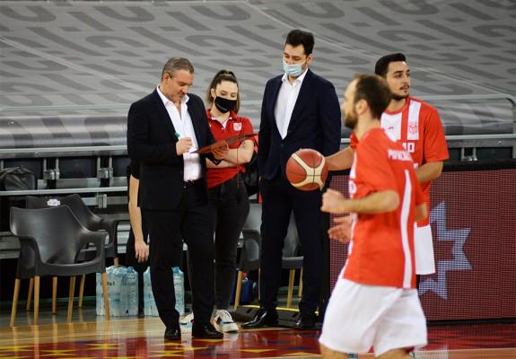 Antonis Constantinides s-a despărțit de Dinamo București și va antrena în prima ligă din Ungaria