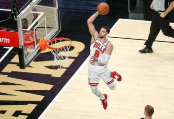 Zach LaVine a înscris 25 de puncte consecutive în sfertul doi al duelului cu Hawks. Video